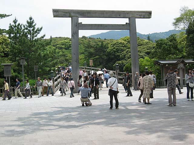 伊勢神宮宇治橋前の光景